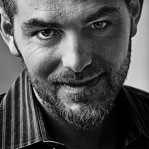 Daniele Bossari Conduttore televisivo e radiofonico. Attore e scrittore.